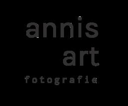 Logo von Annis Art Fotografie, Hochzeitsfotograf Ingolstadt und München und weltweit. Schwarz weiß Logo.